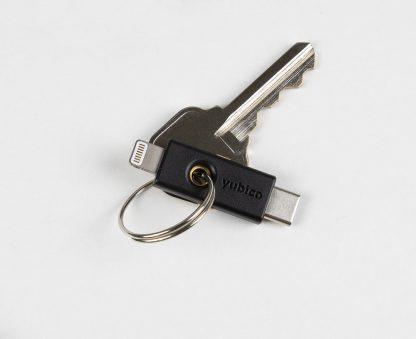 YubiKey 5Ci na kółku z kluczem